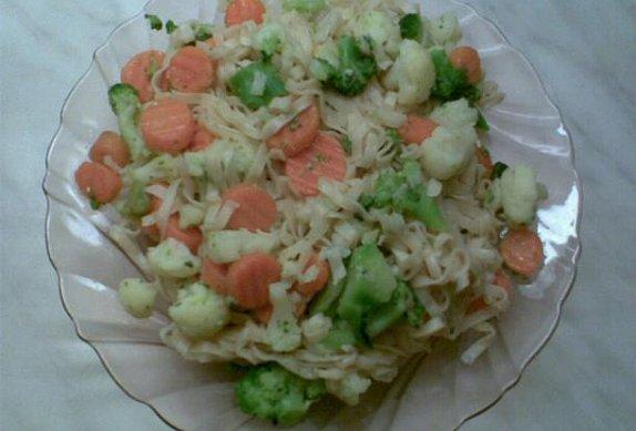 Nudle s česnekovou zeleninou