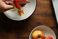 Palačinky s jablky a slaným karamelem