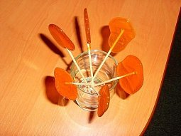 Barevná karamelová lízátka