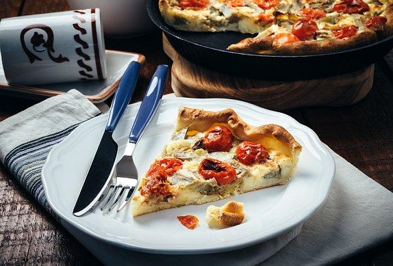 Slaný koláč s rajčaty a mozzarellou