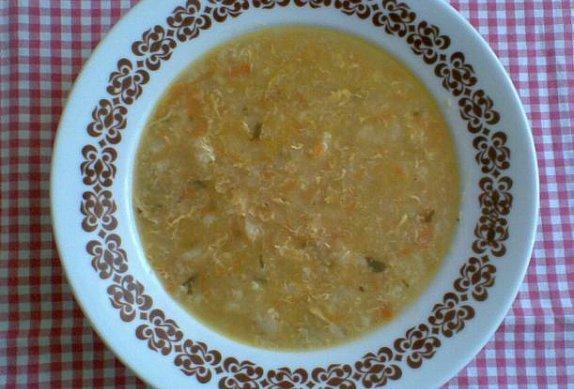 Květákovo-vločková polévka s vejcem