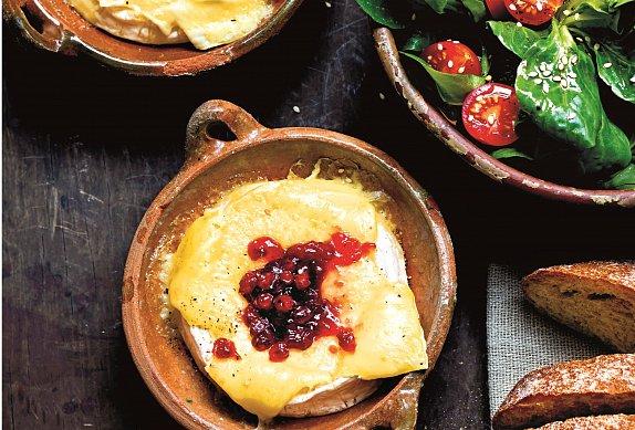 Zapečený camembert s brusinkami