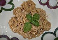 Těstoviny s ricottou a  pestem