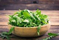 Kuřecí stripsy v sezamu se salátem z quinoy