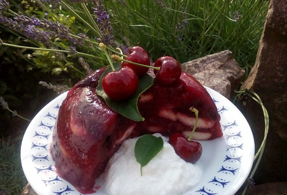 Třešňový nepečený dort