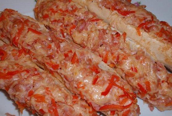 Zapečené sýrovo-paprikové rohlíky (housky)