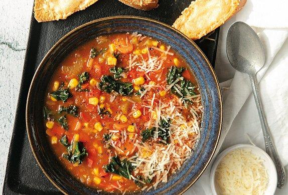 Mediteránská polévka s toasty