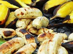 Medový banán na grilu