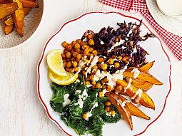 Pečená zelenina s cizrnou a kadeřávkem