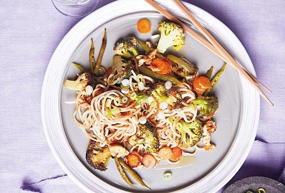 Asijské nudle s restovanou zeleninou