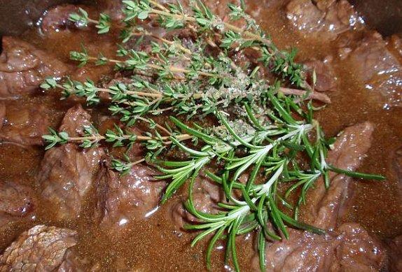 Bylinkové (nejen) hovězí maso na houbách