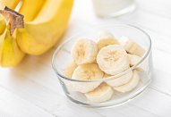 Banánovo-mangový koktejl s jogurtem