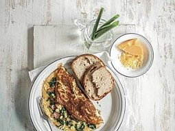 Omeleta se šunkou a špenátem