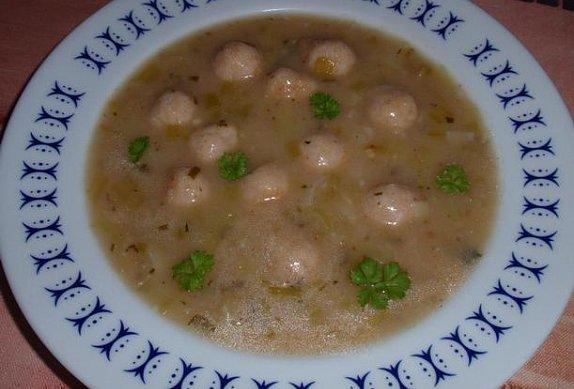 Pórková polévka s knedlíčky