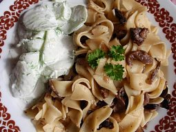 Houbové těstoviny s tymiánem