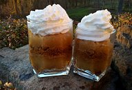 Jablečný pohár s karamelovými sušenkami