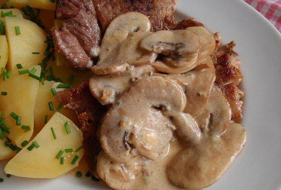 Přírodní maso se žampionovým přelivem