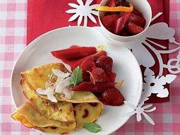 Kokosové palačinky s jahodovo-reveňovým kompotem