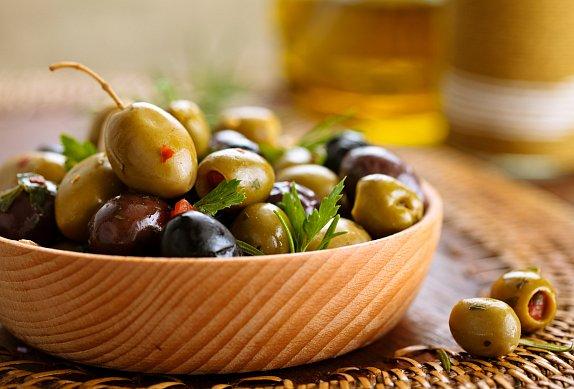 Koláč s kuřecím masem a olivami