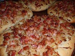 Focaccia s tymiánovým zelím a slaninou