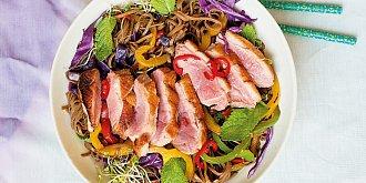 Kachní prsa s nudlovým salátem