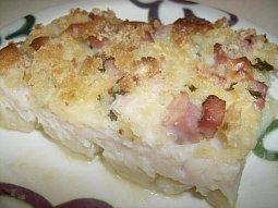Rybí file se slaninou a uzeným sýrem