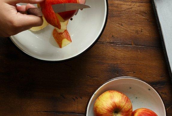Vepřová panenka s cibulí a jablky