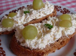 Česneková pomazánka s řeckým jogurtem