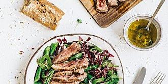 Chřestový salát s hovězím steakem