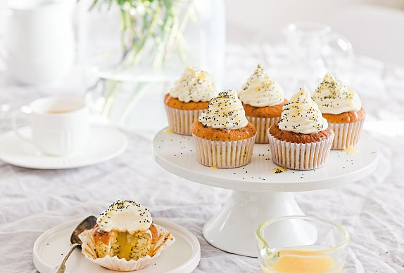 Makové cupcakes s citronovým krémem a tvarohem