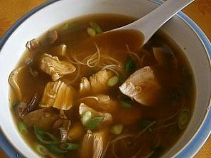 Thajská kuřecí polévka s houbami