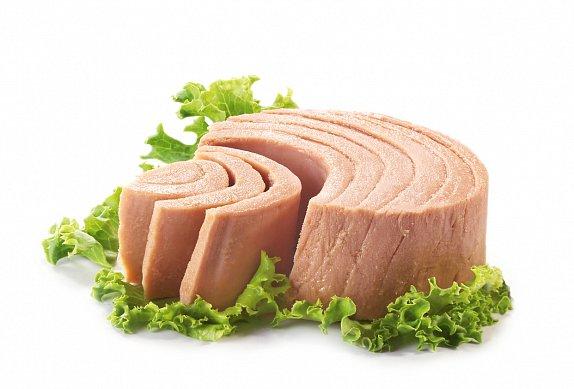 Tuňákový salát s těstovinami