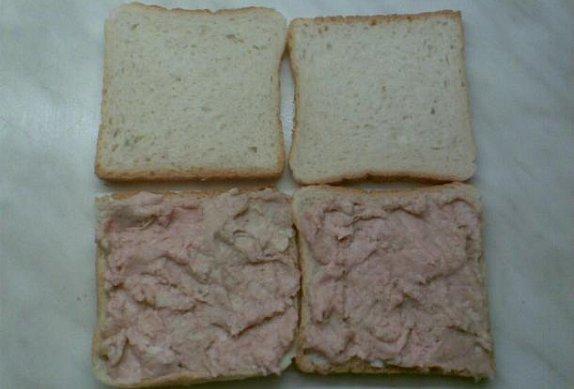 Toasty s vinnou klobásou