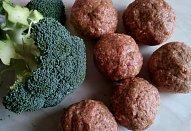 Masové koule s brokolicí