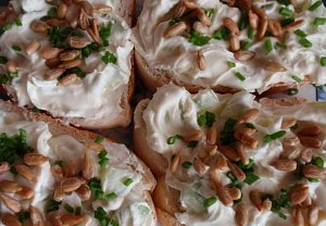 Jednoduchá pomazánka (salát) s okurkou - zdravě a chutně