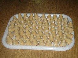 Bílá vosí hnízda (marcipánová chuť)