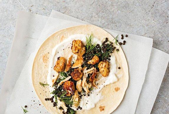 Tortilly s čočkou, pečeným květákem a kuřetem
