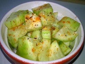 Chilli okurkový salát