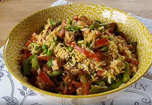 Rýžový salát s kuřecím masem